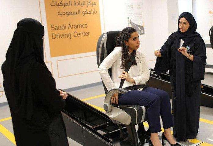 اولین آموزشگاه رانندگی خانمها در عربستان + عکس